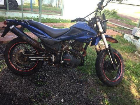 Vendo moto 250 cc - 2014
