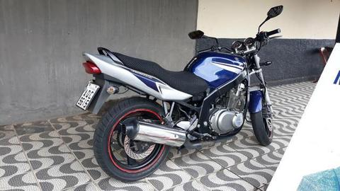 Moto Suzuki GS 500 cilindradas - 2008