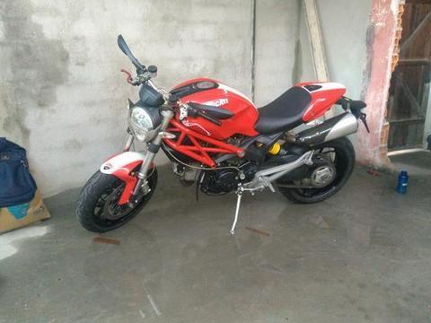 Ducati monster 1100cc - 2010