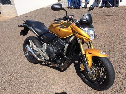 Hornet com ABS - 2009